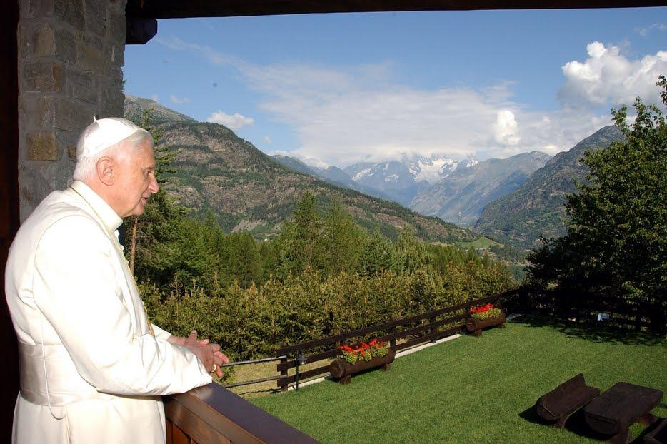 Papa Benedetto XVI nel luglio 2006 a Les Combes